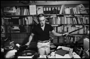 yukio-mishima-with-books-and-sword